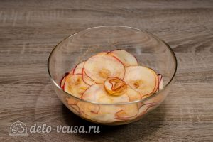 Шарлотка с розами из яблок: Собираем розочки