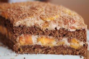 Шоколадный торт с персиками готов