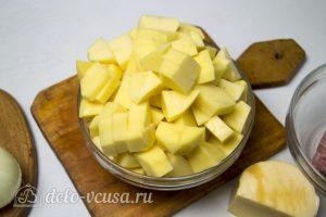 Картофельная запеканка с соусом: Отварить картофель