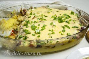 Картофельная запеканка с соусом готова