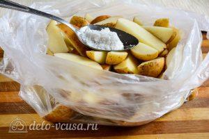 Картошка по-деревенски в духовке: Добавить соль