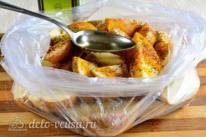 Картошка по-деревенски в духовке: Добавить масло