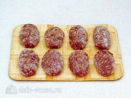 Котлеты из свинины с печенью: Сформировать котлеты