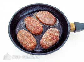 Котлеты из свинины с печенью: Обжарить котлеты
