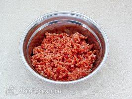 Котлеты из свинины с орехами: Измельчить мясо