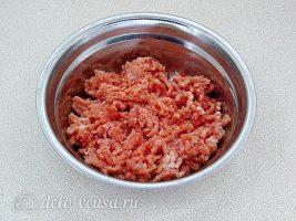 Котлеты из свинины с рисом: Мясо пропустить через мясорубку