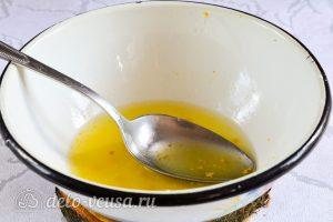 Лимонный курд: Натереть цедру с лимонов, а потом выдавить сок