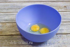 Простые блины на кефире: Разбить яйца