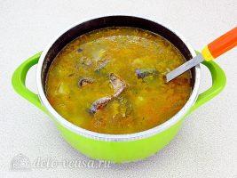 Суп из рыбной консервы с рисом: Добавить консервы в кастрюлю