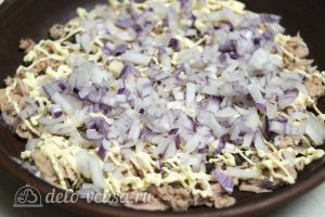 Салат Мимоза без картошки: Добавить слой лука