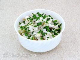 Салат из грибов с солеными огурцами готов