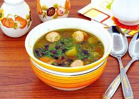Суп с фасолью и сосисками