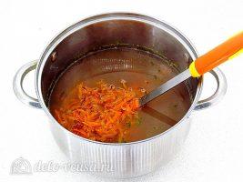 Суп с фасолью и сосисками: Добавить овощи в кастрюлю