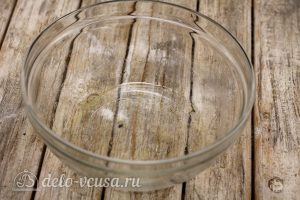 Суп с пельменями: В воду добавить масло