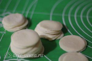 Суп с пельменями: Вырезать кружочки