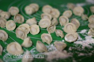 Суп с пельменями: Лепим маленькие пельмени