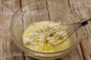 Сырники в духовке в формочках: Добавить сахар с творогом