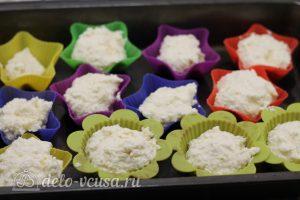 Сырники в духовке в формочках: Распределить по формочкам