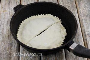 Янтык: Жарим чебуреки на сковороде