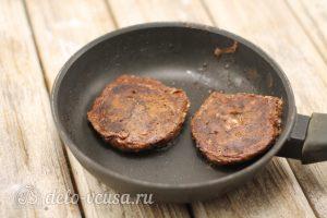 Сырники с кукурузным крахмалом по Дюкану: Жарим сырники на сковороде