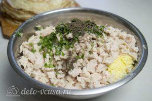 Блины с курицей и рисом: Добавить зелень и пряности