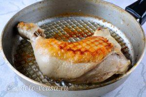 Жареная курица в соевом соусе: Обжарить с двух сторон