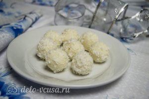 Конфеты из кокосовой стружки и сгущенки готовы