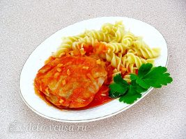Курица в томатном соусе в мультиварке готова
