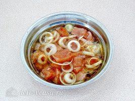 Куриный шашлык в банке: Залить мясо маринадом
