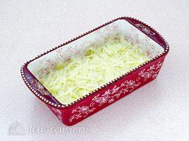 Мусака из капусты: На дно формы кладем слой капусты