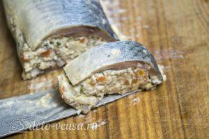 Рулет из сельди с яйцом: Нарезать порционными кусочками