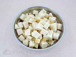 Шарлотка из белого хлеба: Подготовить хлеб