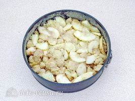 Шарлотка из белого хлеба: Переложить в форму