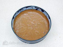 Шоколадный манник на сметане: Вылить тесто в форму
