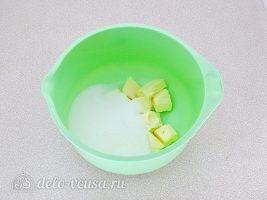 Шоколадный манник на сметане: Соединить сахар и масло
