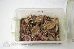 Холодный шашлык из свинины: Замариновать мясо