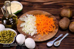 Салат Собачка с печенью: Измельчить морковь и лук