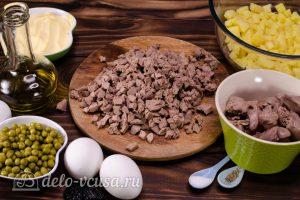 Салат Собачка с печенью: Порезать вареную печень