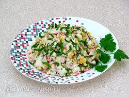 Крабовый салат с орехами готов
