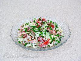 Салат с кальмаром и свежим огурцом готов