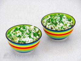 Салат с кальмарами и солеными грибами готов