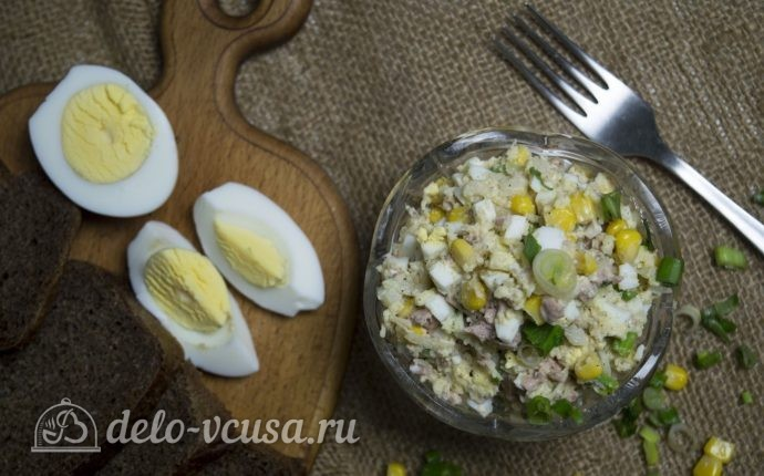 Рецепт салат с печенью трески и кукурузой