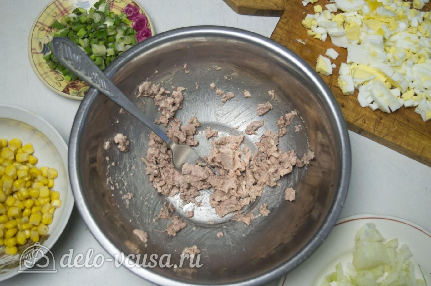 Салат с печенью с кукурузой