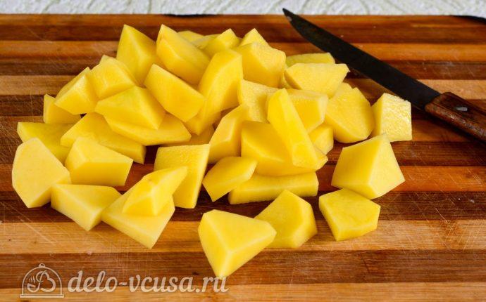 Тушеная картошка со свининой: Картошку порезать