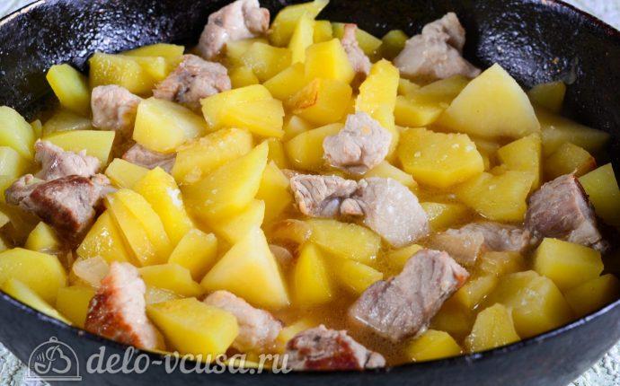 Тушеная картошка со свининой: Тушить до готовности