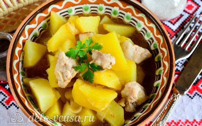 Тушеная картошка со свининой готова