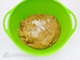 Заварные картофельные оладьи: Слить жидкость