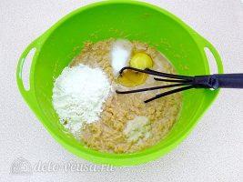 Заварные картофельные оладьи: Добавить яйцо и муку