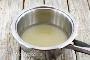 Заварной белковый крем: Соединить сахар с водой