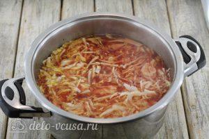 Борщ с говядиной: Добавляем овощи в кастрюлю